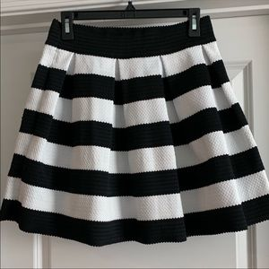 Express NEW White and Black Pleated Skirt